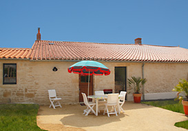 Vendee rural gite with pool, near Green Venice
